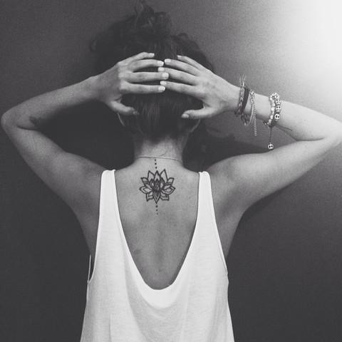 10-delicados-tatuajes-para-la-espalda-3